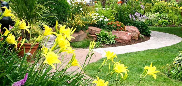 Custom-Landscape-Design-Stone-Walkway